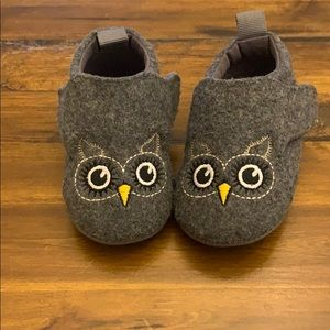 Baby shoes little owls